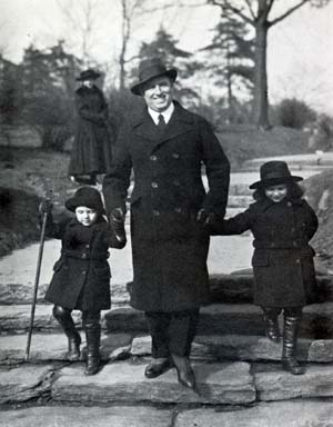Giovanni Martinelli and his children